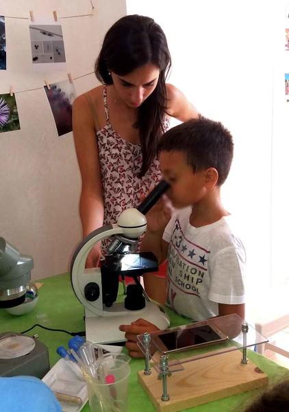 Un'occhiata al microscopio, per non farsi sfuggire nulla…